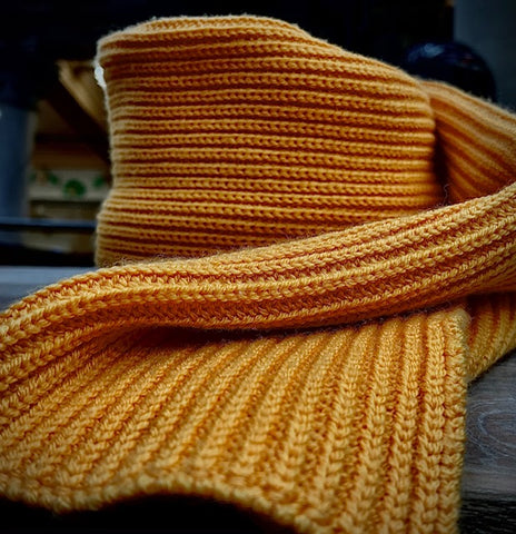 Merino wool scarf yellow