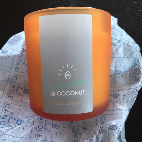spicy notes of tonka bean, the fruity background of lush pineapple pieces and the milky sweetness of fresh coconut.
