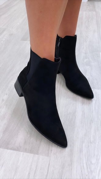Jona Black Pointed Boots