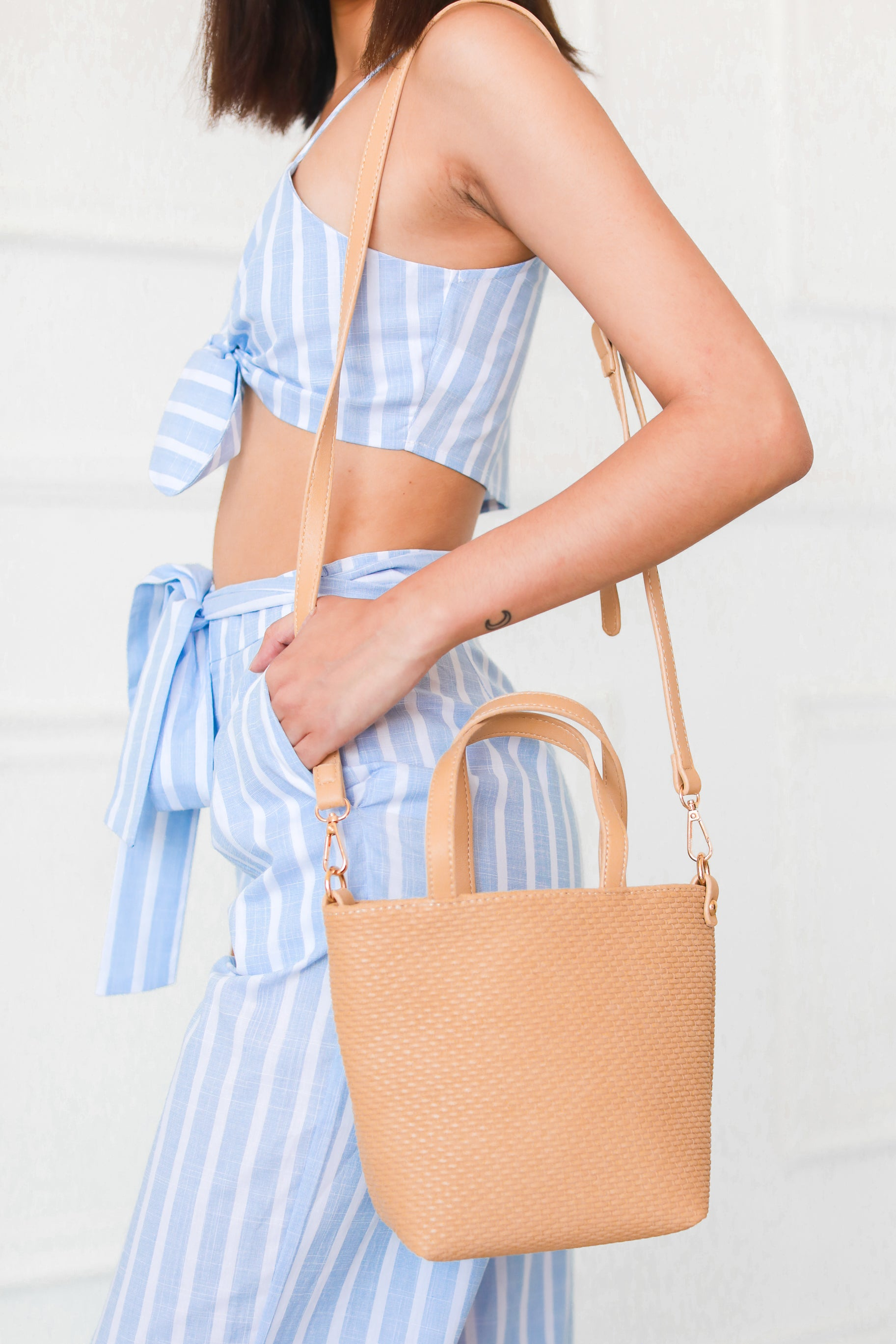 VENICE CROSSBODY BUCKET BAG