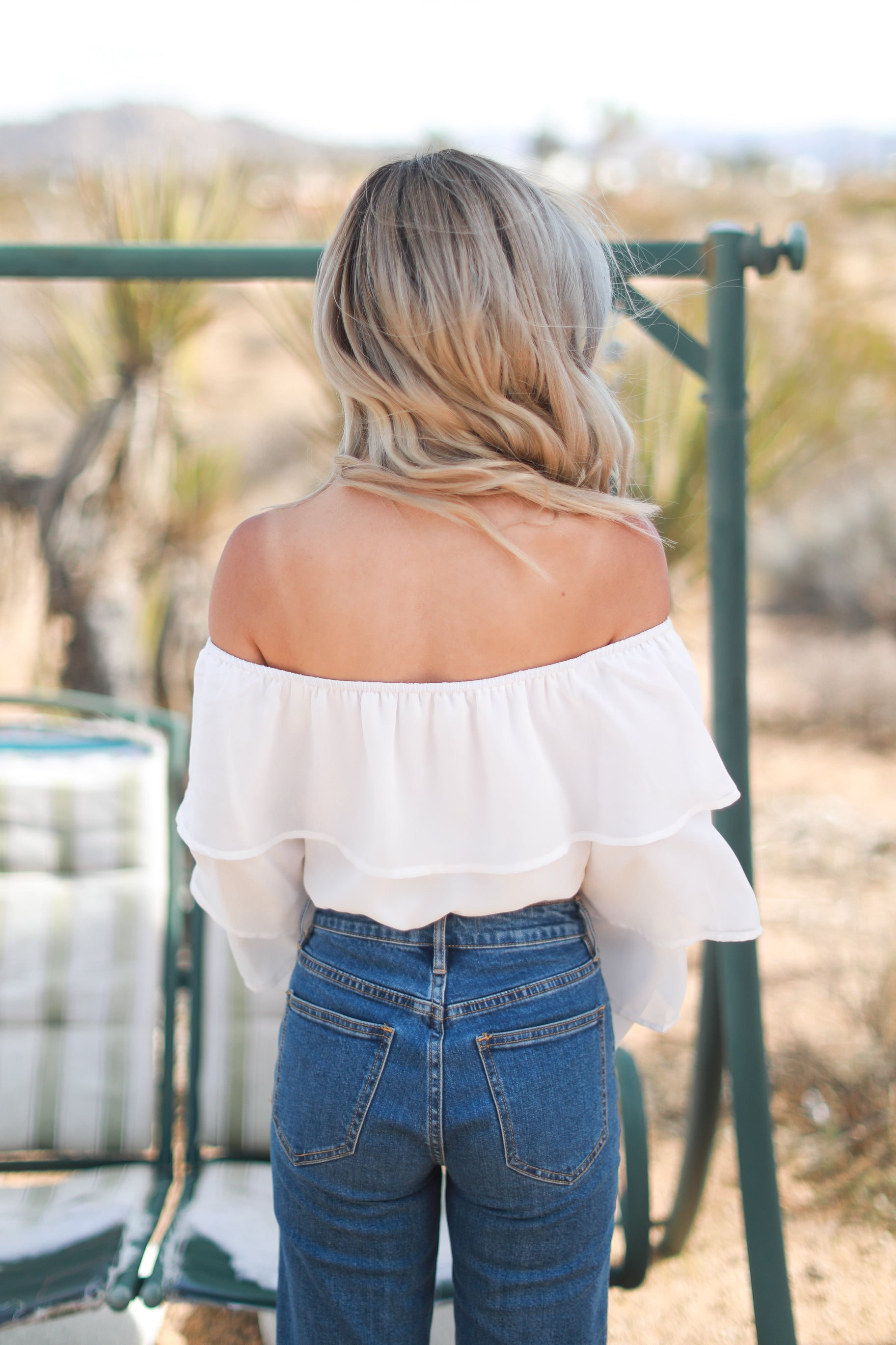 TATI WHITE RUFFLED TOP