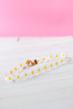 LIV AND JESS white daisy choker. Thin cute perfect for summer.