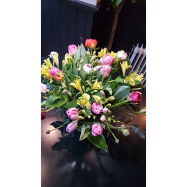 Seasonal Spring Vase, Flowers - Oasis Florists