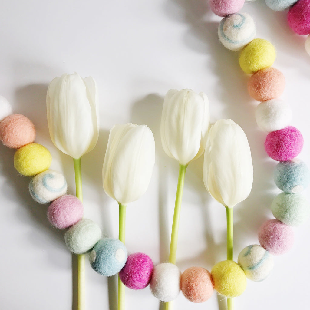 HELLO SPRING // Woolie ball garland