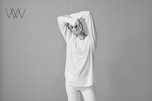 Floris WW033. The everyday elegance of a long sleeve pure Linen Tee shirt