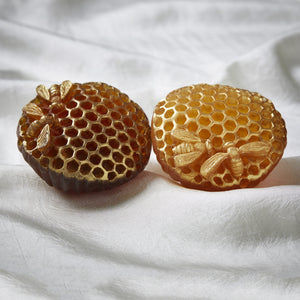Bellsol BeeHive Facial Soap a luxurious honeycomb soap made with real honey. Suitable for all skin types, dry skin, sensitive skin, acne.
