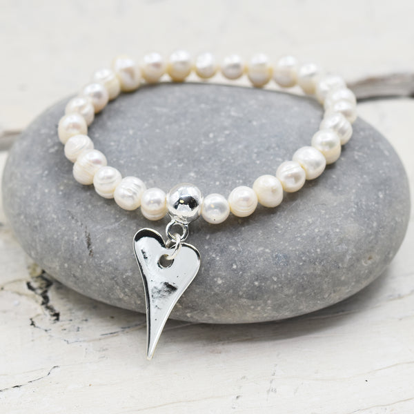 Pearl beaded bracelet with heart shaped charm