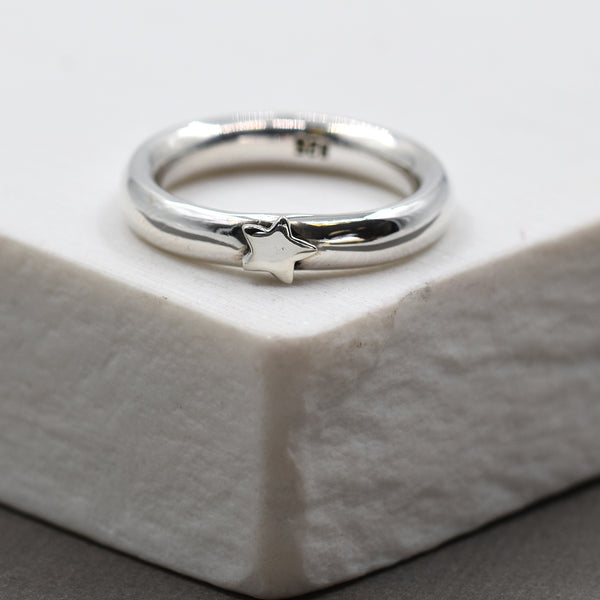 925 Silver ring with silver star - Size 6