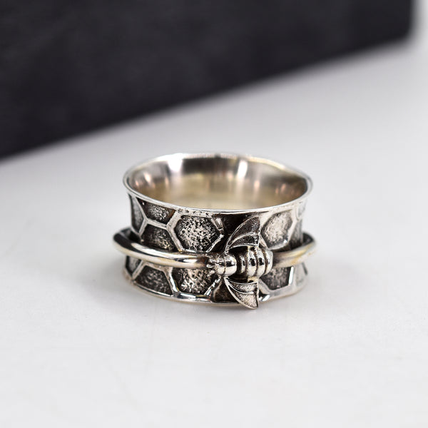 925 oxidised silver ring with bee motif spinning band - Size 10