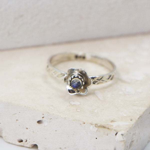 925 Silver flower motif stacking ring with moonstone - Size 7