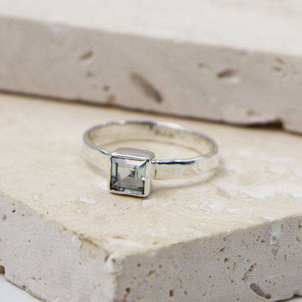 925 Silver soft hammered stacking ring with square blue topaz stone - Size 7