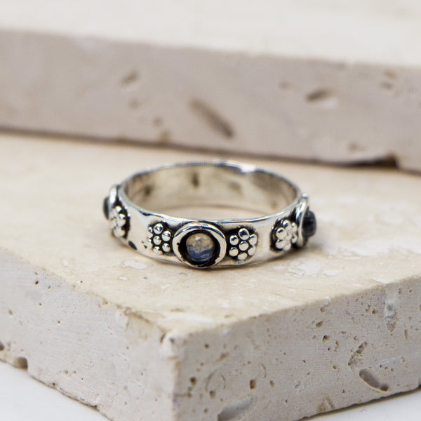 925 Silver stacking ring with flower motif and moonstone - Size 8