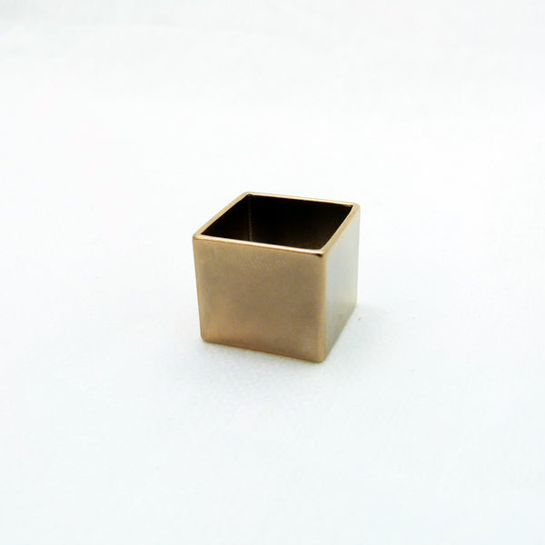 Contemporary square ring in new matt plating