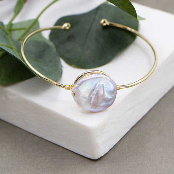 Delicate bangle with real button pearl feature