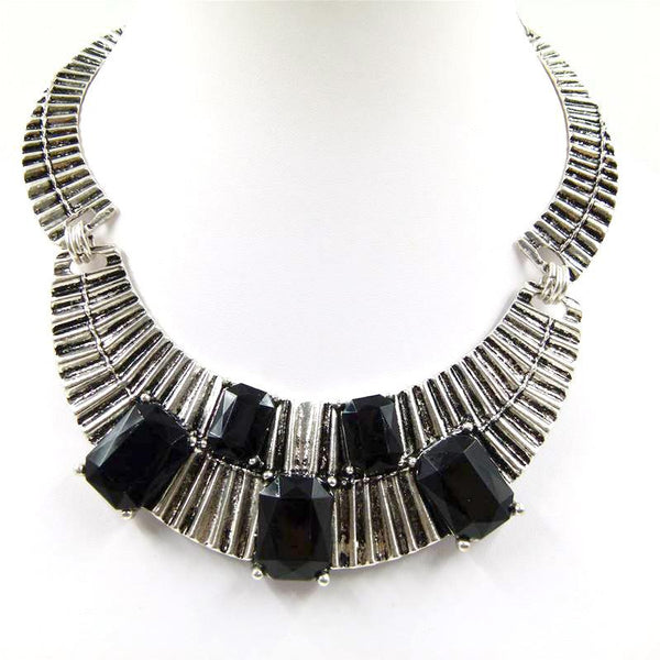 Ribbed collar necklace with statement stone detail