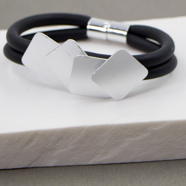 Neoprene bracelet with overlapping squares detail and magnet