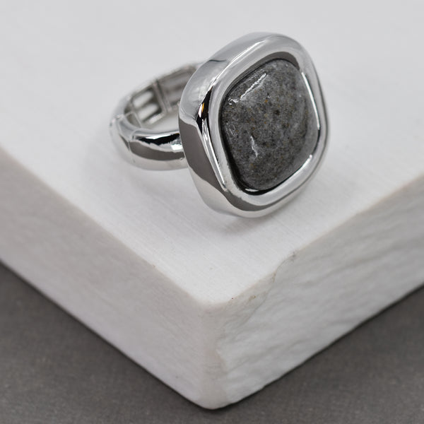 Rounded square pendant stretchy ring