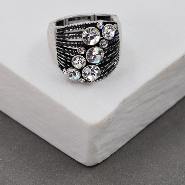 Stretchy ring with large crystals