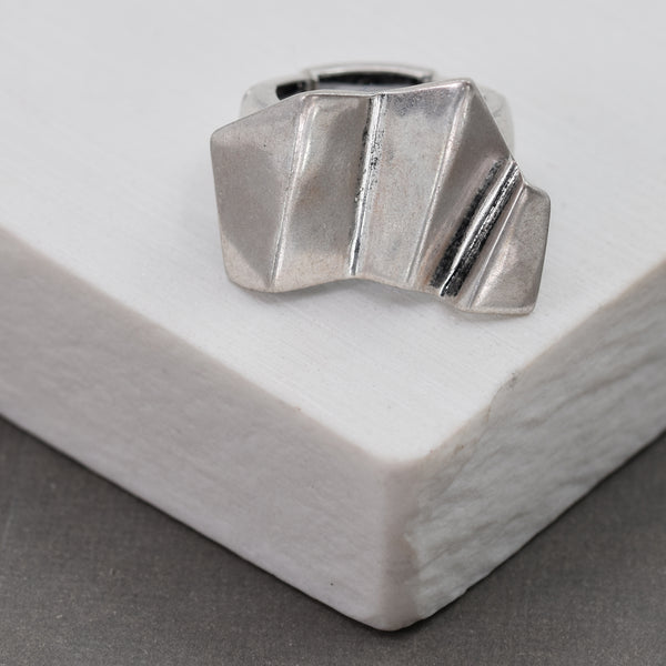 Edgey shaped stretchy ring