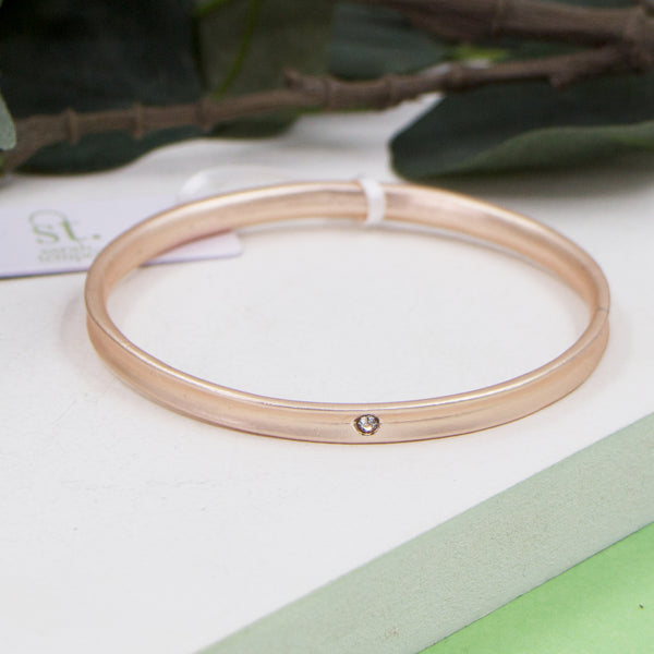 Matte rosegold bangle with crystal feature