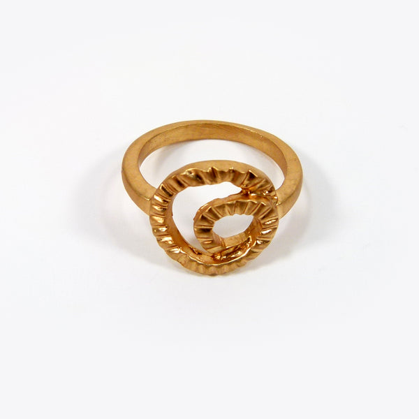 Contemporary flat swirl design ring
