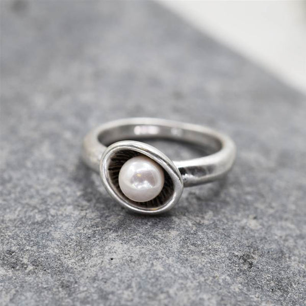 Pearl ring on organic setting
