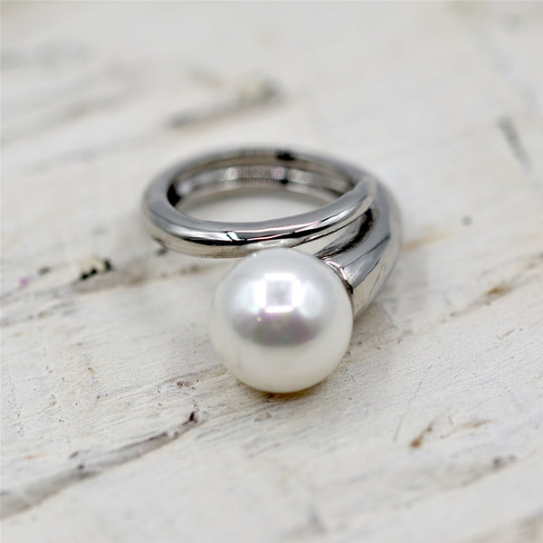 Statement faux pearl on wraparound ring