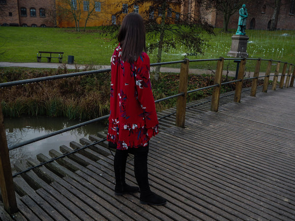 Blogger Sarah Lykke showing Edith red dress
