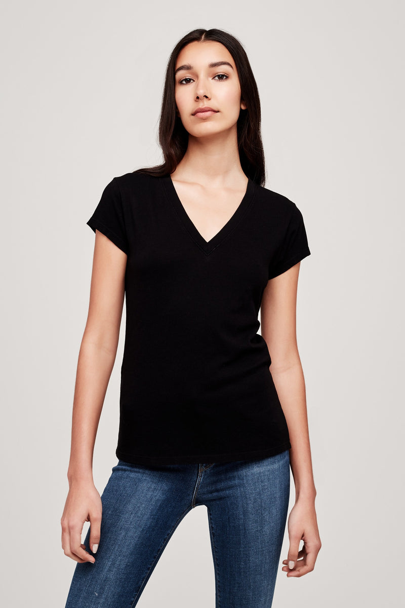 L'AGENCE BECCA V NECK TEE IN BLACK