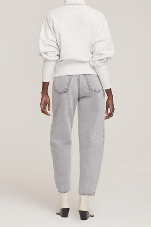 AGOLDE EXTENDED RIB TURTLENECK SWEATSHIRT IN PAPER MACHE