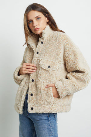 RAILS TRUCKER FAUX SHEARLING JACKET IN CAMEL