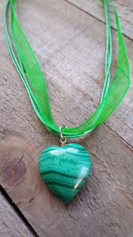 Green Heart Shaped Gemstone Crystal Ribbon Necklace
