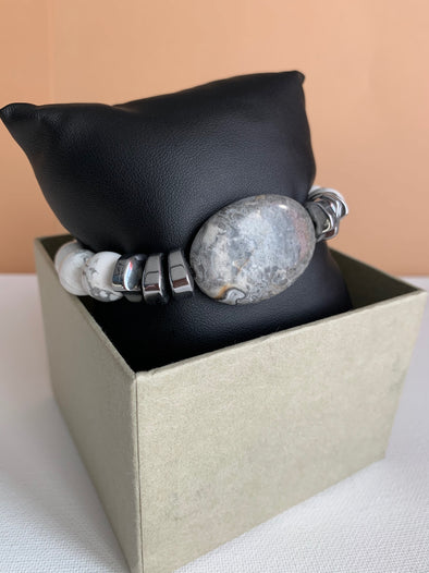 Howlite and Gray Agate Stone Bracelet