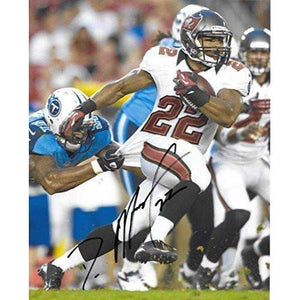 Doug Martin, Tampa Bay Buccaneers, Bucs, Signed, Autographed, 8X10 Photo, a COA with the Proof Photo of Doug Signing Will Be Included.