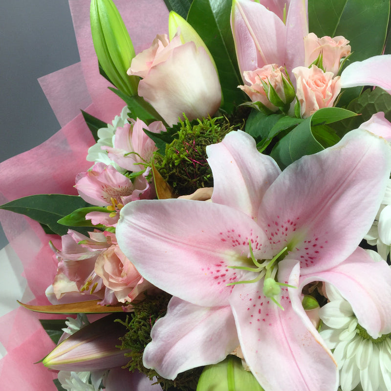 Order online these lilies, roses and other Wellington flowers