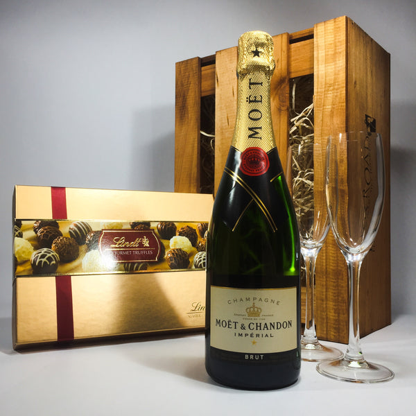 Porirua Florist prepared gift box of Moët & Chandon