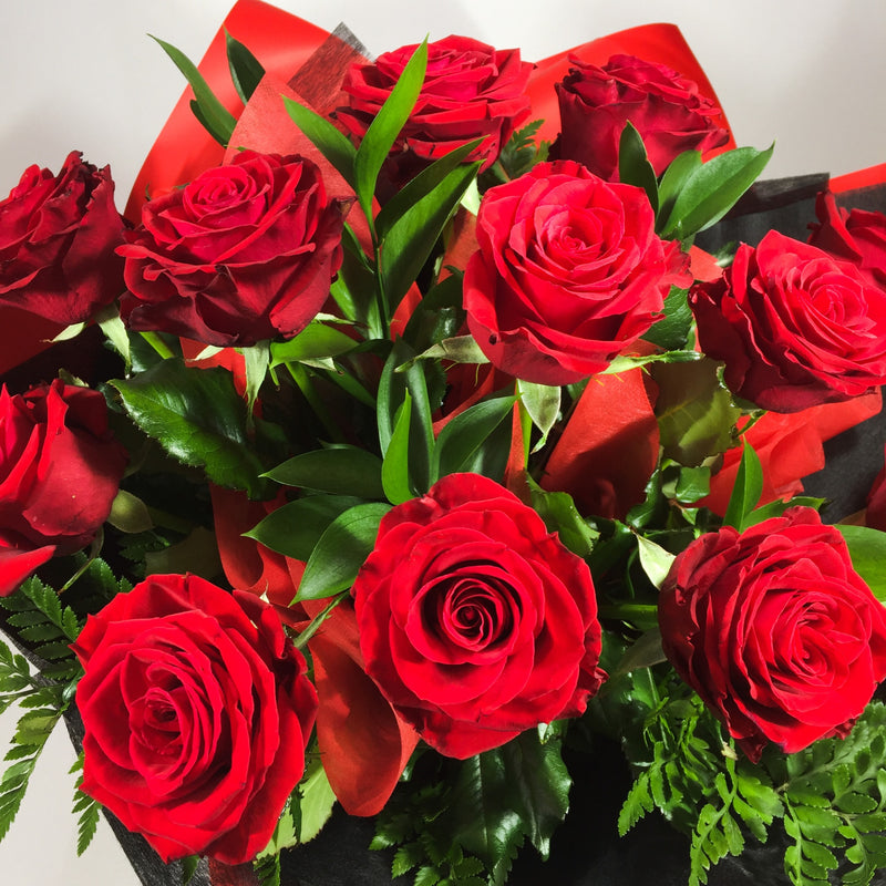 12 stunning red roses in bouquet