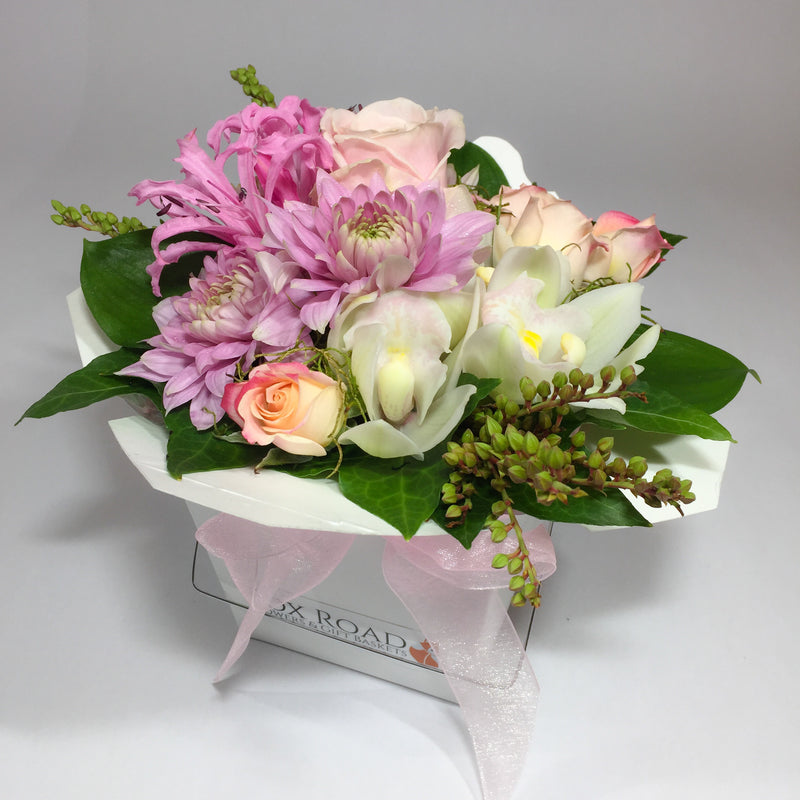 Lower Hutt flowers delivery with pink and white flowers