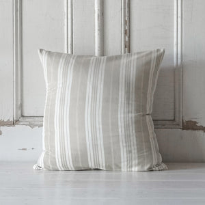 Cassis Pillow