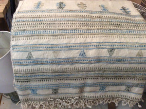 Moroccan Throw in crema and light blue