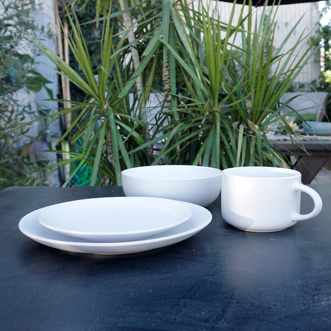 White stoneware dinner service set Service for 1 this set includes: a 10.5