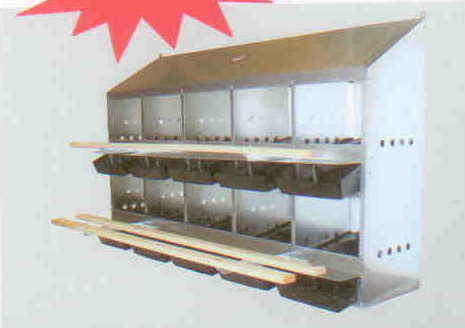 LN10RE Kuhl Economical Front Roll-Out 10-Hole Nest Box