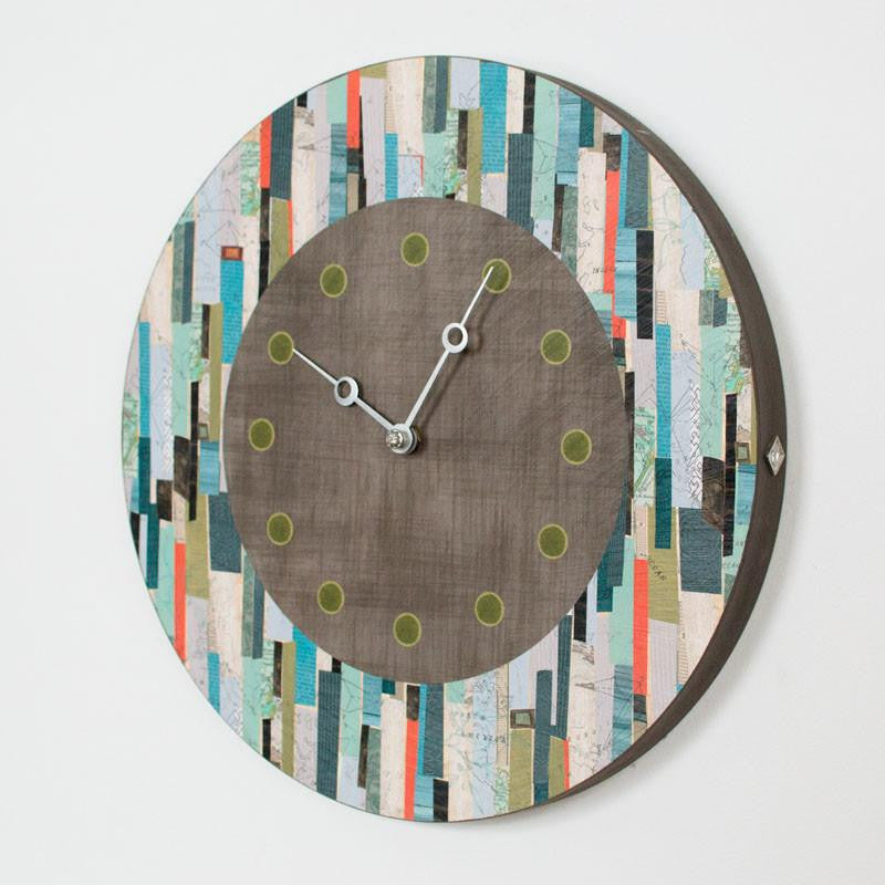 Round Wall Clock in Papers