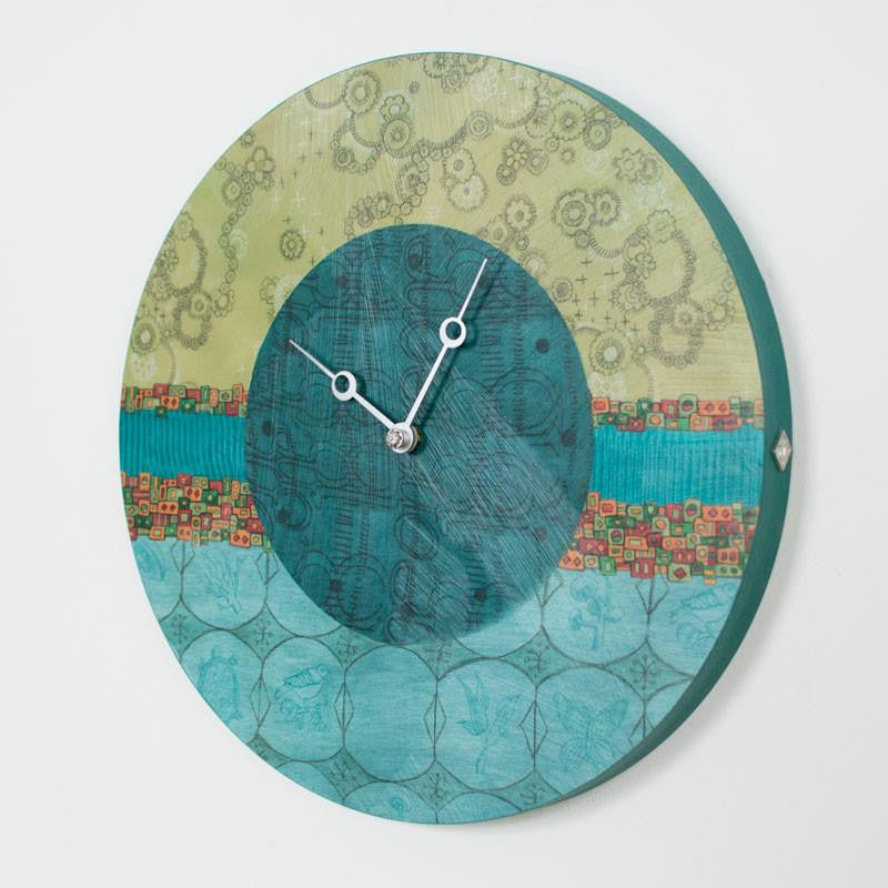 Round Wall Clock in Paradise Pool