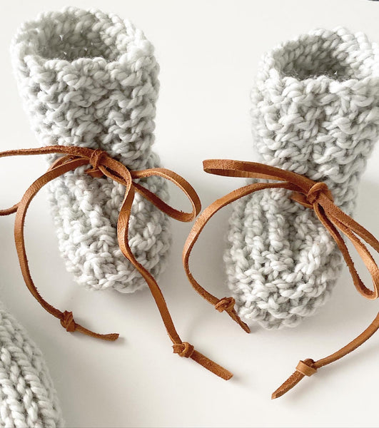 Knot knit hat and bootie newborn combo