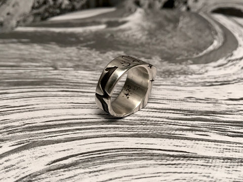 Squiggle 1ne carving on ring band
