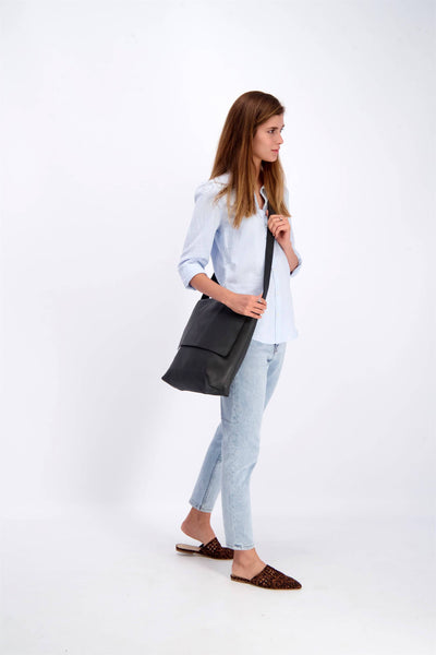 Leather Messenger Bag, Leather Crossbody Bag, Women's Messenger Bag, Women's Crossbody Bag, Messenger Bag, Crossbody Bag, Leather Bag For Women, Travel Bag, School Bag, Work Bag, Leather Gift, Gift Ideas For Women, Black Leather Bag ||Black||