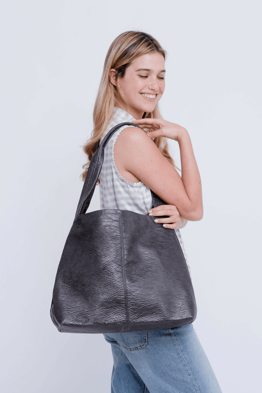 black   vegan bag, vegan leather bag, tote bag, women bag, shoulder bag, tote, everyday bag, tami bag maykobags