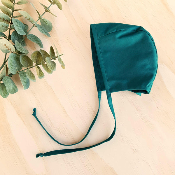 Classic Bonnet in Emerald