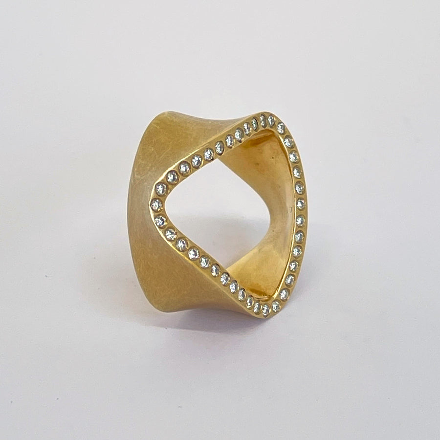Diamonds Side Wave Ring